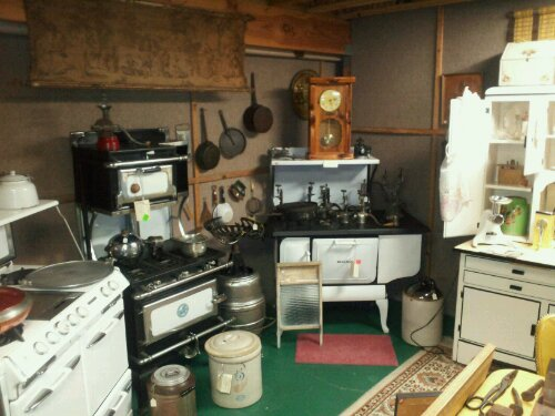 We Have Vintage And Antique Stoves And Kitchen Wares Here.